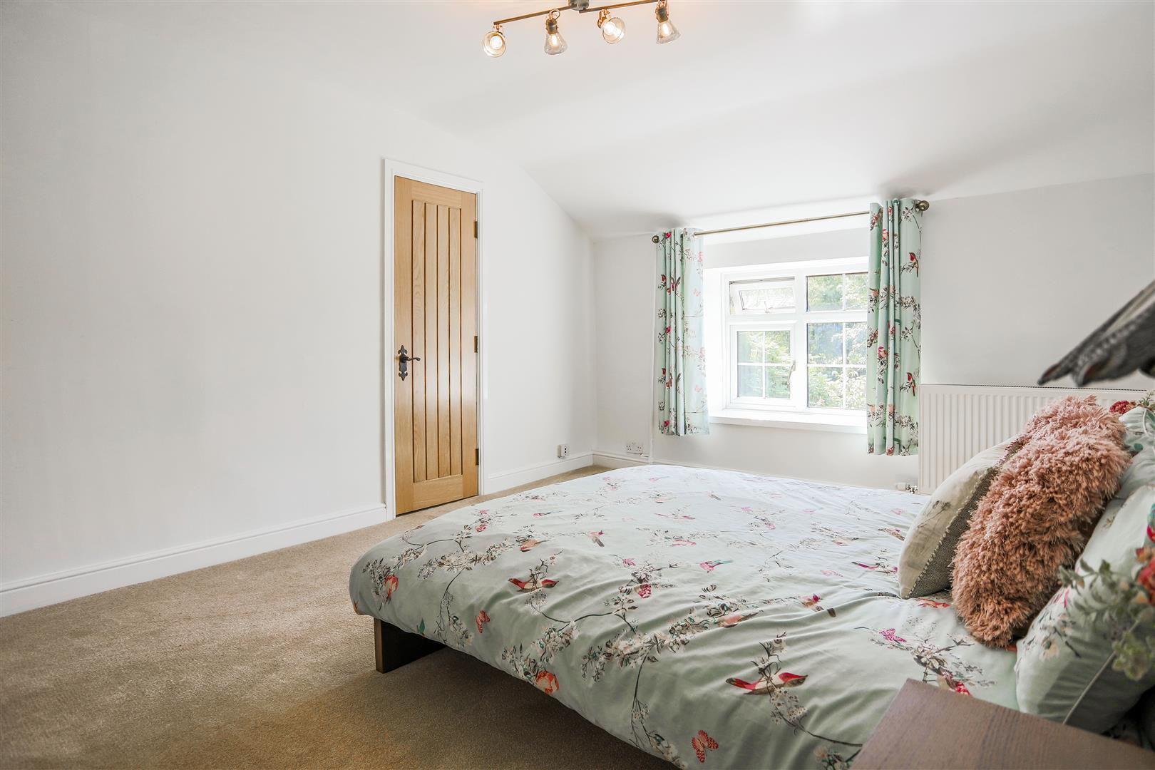 4 Bedroom Semi-detached House For Sale - 44.JPG